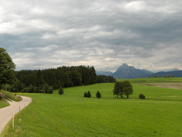Gewitterstimmung über Weideland beim Beichelstein