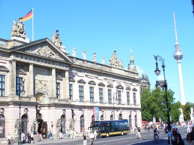 Zeughaus, Unter den Linden