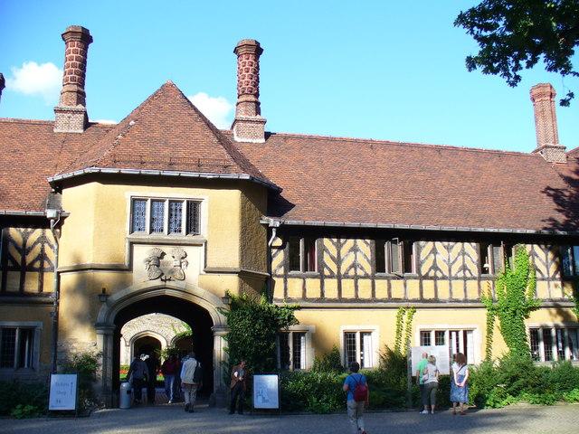 Schloss Cecilienhof, Haupteingang