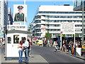 UUU9018 : Checkpoint Charlie, Friedrichstrasse von Colin Smith