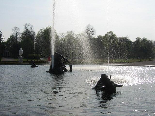 Schwetzinger Fontaine (Gartenmitte)