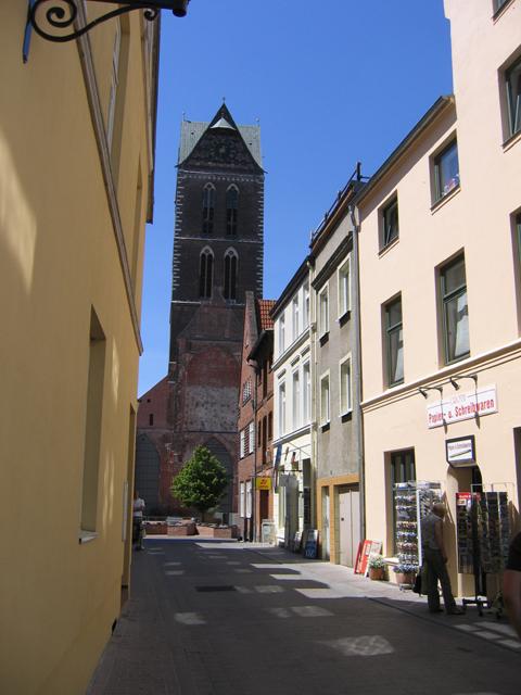 Sargmacherstraße und Sankt Marienturm, Wismar
