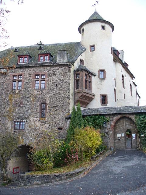 Burg, Neuerburg