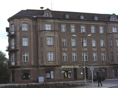 UVU2054 : Der Mundtshof, Schicklerstraße, Eberswalde-Finow, DDR von Rodney Burton