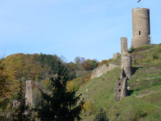 Burg, Monreal