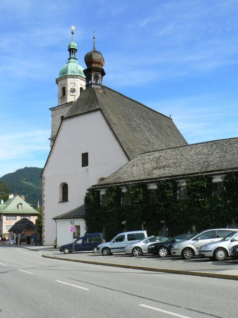 Parkplatz bei der Kirche