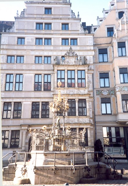 Leibnizhaus and fountain