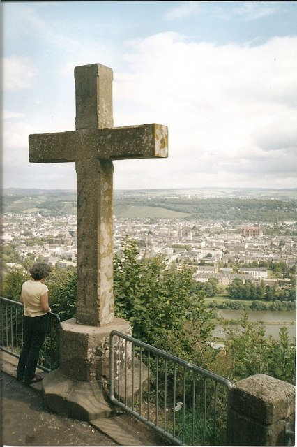 Trier - Mariensaeule Aussichtspunkt mit Kreuz (Trier - Viewpoint with Cross)