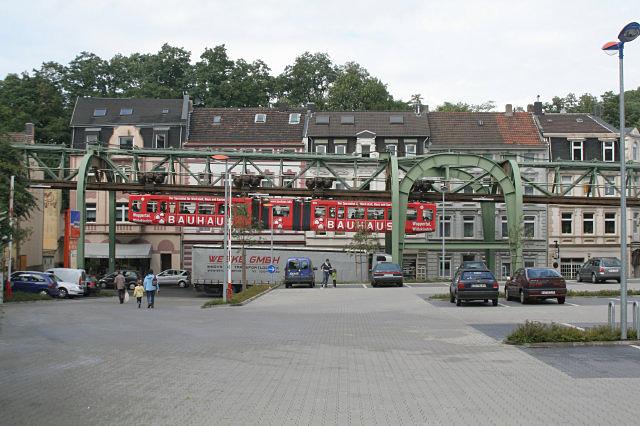 Schwebebahn in der Kaiserstrasse