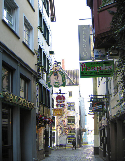 The many restaurants on Salzgasse