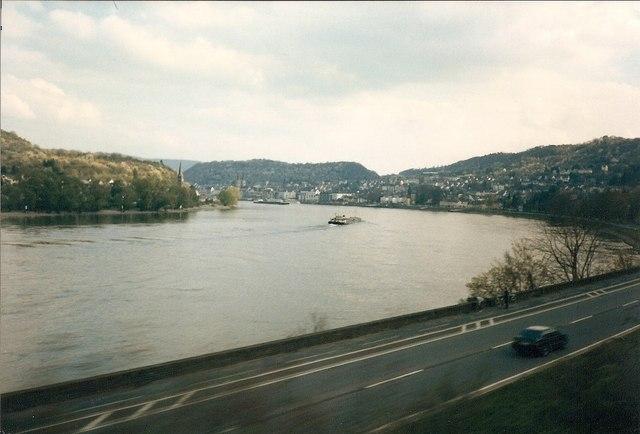 Der Rhein Gegenueber Filsen