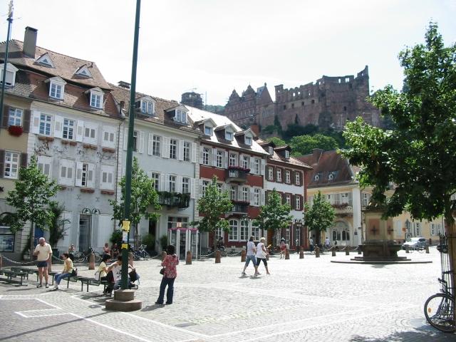 Karlsplatz und Schloss