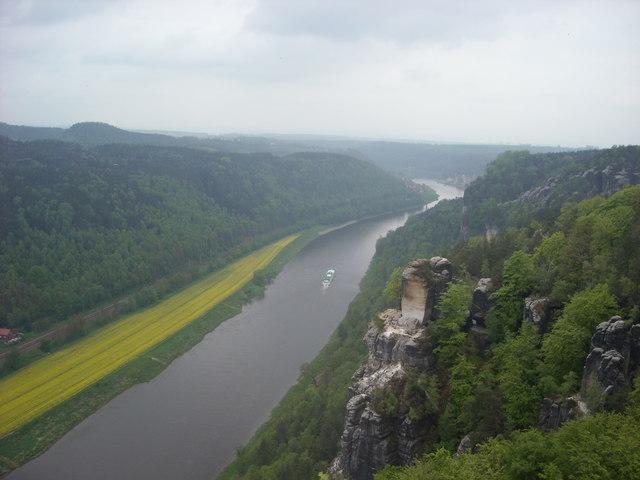Rathen: Blick von der Basteiaussicht ins Elbtal (River Elbe, Oberrathen)