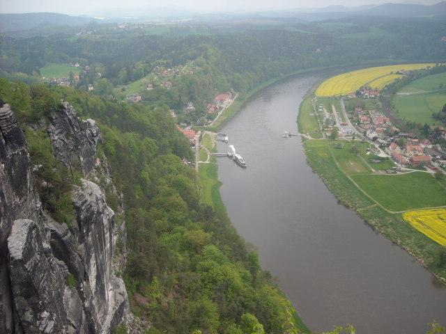 Rathen: Blick von der Basteiaussicht ins Elbtal (Ferry Crossing at Oberrathen)