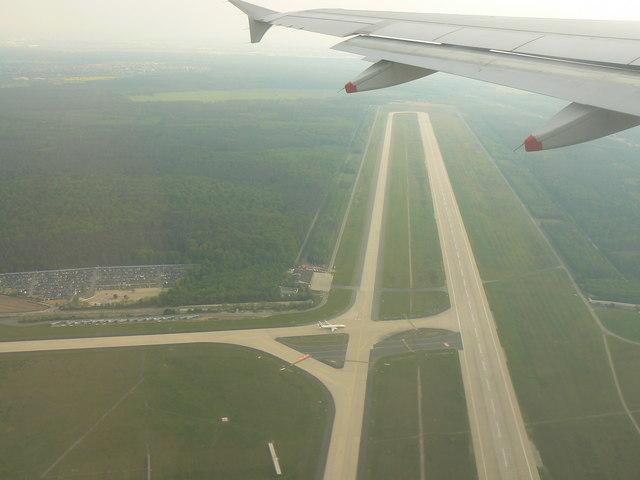 Startbahn '18' -  Flughafen Frankfurt Main (Runway 18 Frankfurt International Airport)