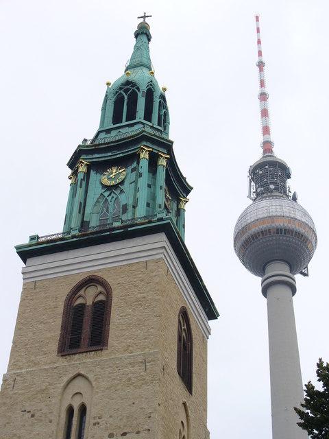 Marienkircheturm mit Fernsehturm