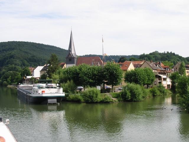 Neckargemünd und der Fluss Neckar.