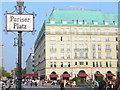 UUU9019 : Hotel Adlon von Colin Smith