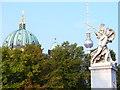 UUU9119 : Statue an der Schlossbruecke von Colin Smith