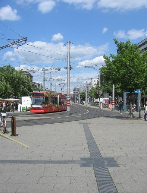 Straßenbahn - Willy-Brandt Platz