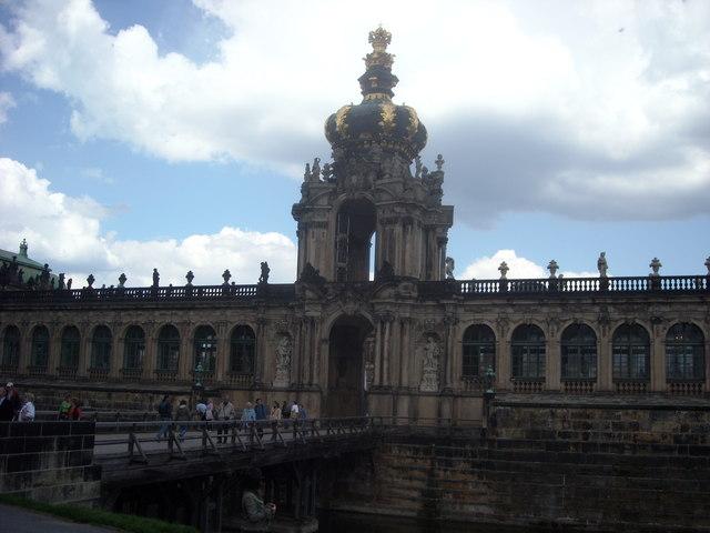 Dresden: Blick auf das Kronentor des Zwingers (Crown Gate, Zwinger Palace, Dresden.)