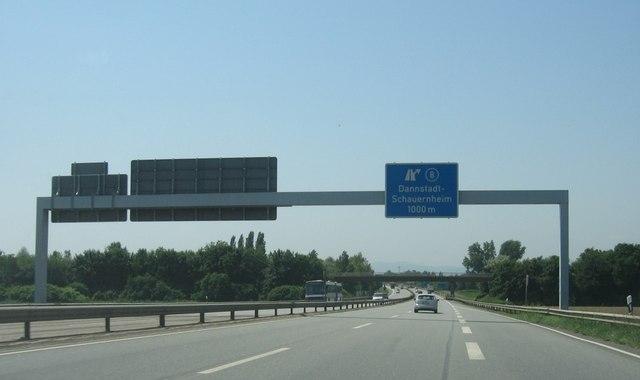 Straßenschild - Kreuz 8 (A65)