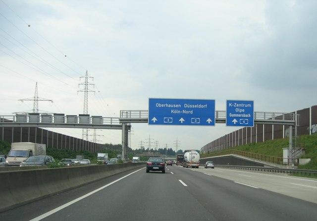 Autobahnkreuz A3/A4 bei Köln-Zentrum