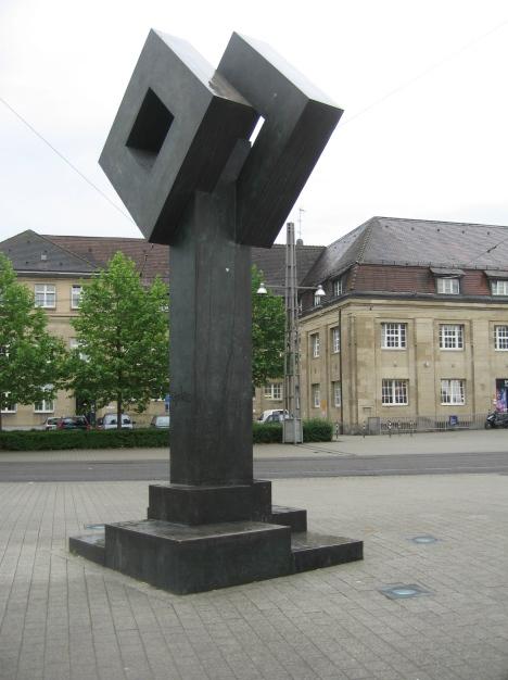 Skulptur - Bahnhofplatz