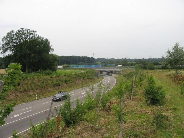 B3 unterquert A8 beim Karlsruher Dreieck