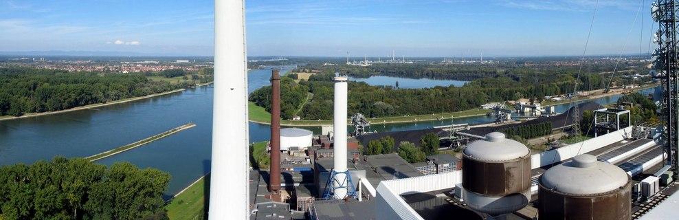 Rhein beim Karlsruher Rheinhafen