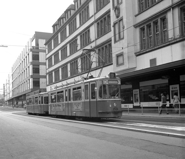 Trams on Route 19 near Hbf