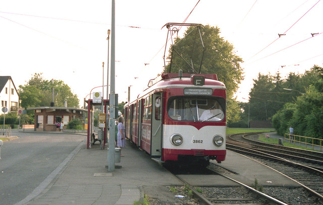 Tram at Zundorf terminus