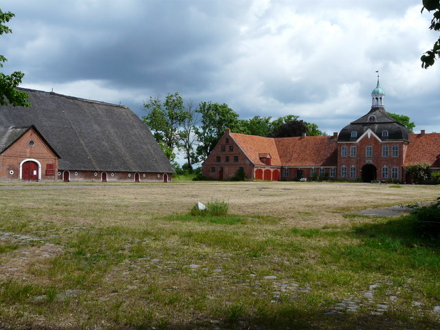 Gut Hasselburg in Ostholstein (Hasselburg Manor outbuildings)