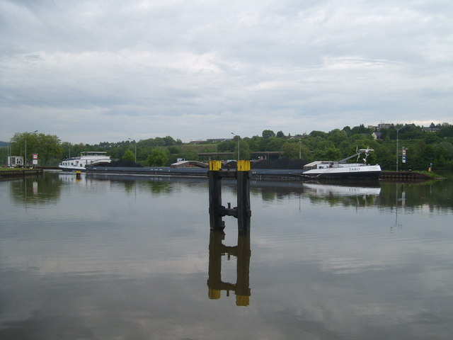 Barge emerging from Trier lock