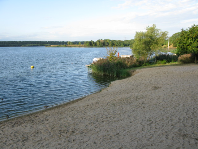The sandy beach at Niegripper  See camping