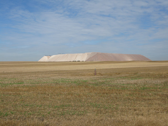 Huge mound of quarried material near Loitsche
