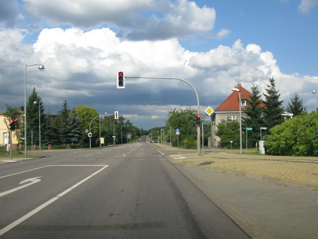 View along Chaussee, Möser