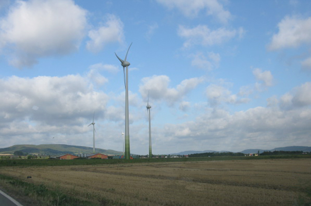 Wind turbines along the L433 Hameln to Rinteln road