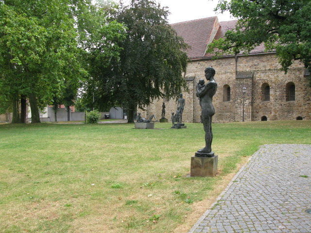 Statues in the grounds of the monastery Unser Lieben Frauen
