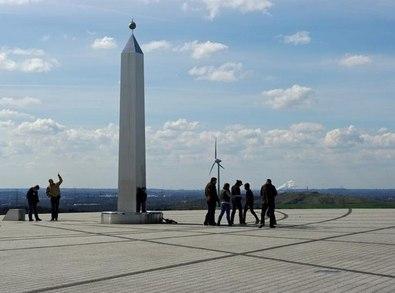 ULC7314 : Obelisk Sonnenuhr by K-H Lipp