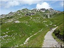 Weg zwischen Seealpsee und Nebelhorn