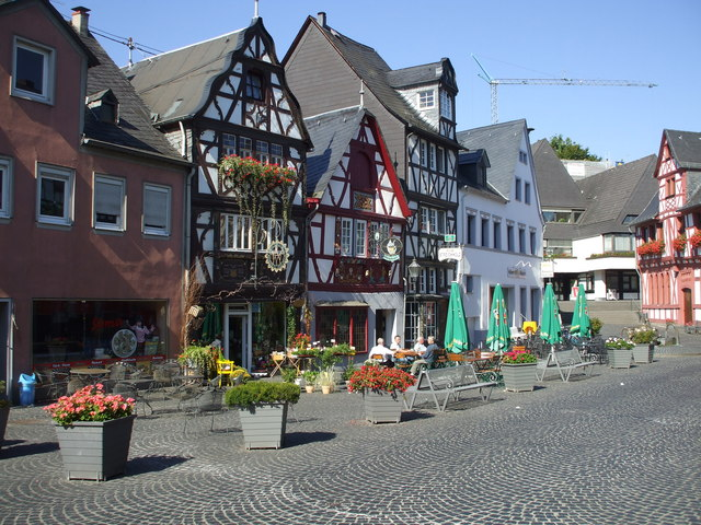 Shops and cafes on Hochstrasse