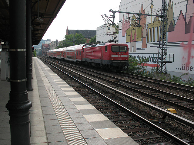 Regiozug an Savignyplatz (Regional train at Savignyplatz)