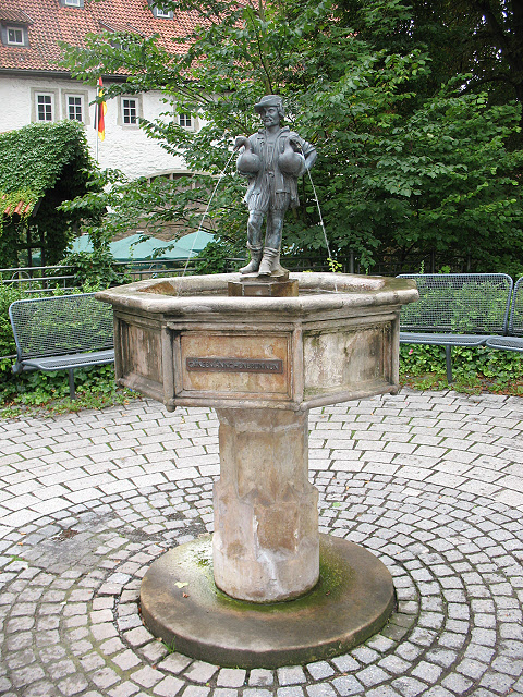 "Gansmannchenbrunnen an Georgstraße (""Goose man"" fountain on Georgstraße)"