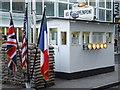 UUU9018 : Checkpoint Charlie, Berlin von Chris Whippet
