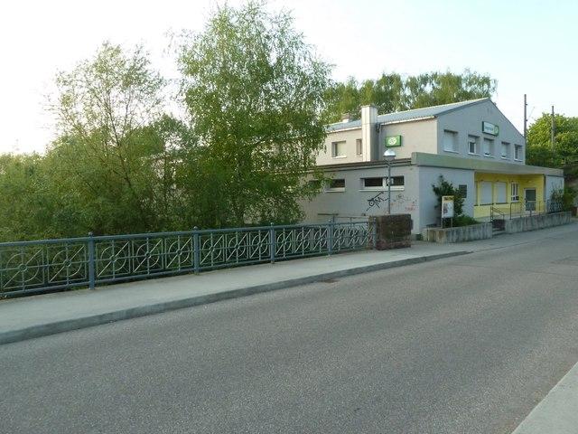 Die Sängerhalle an der Eggensteiner Straße in Knielingen
