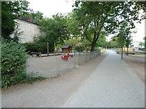 UMV5627 : Südstadt - Spielplatz am Grünstreifen bei der Wilhelmstraße von Harald Kucharek