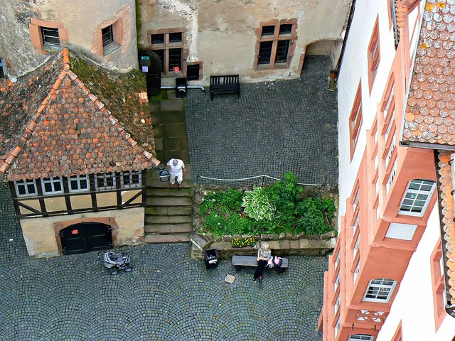 Blick in den Burghof, Ronneburg (View into the castle courtyard, Ronneburg)