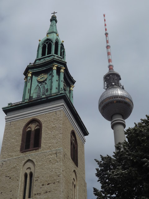 Fernsehturm und Marienkircheturm (TV and St Mary's Church Towers)