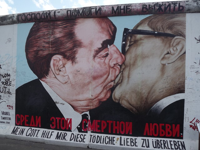 East Side Gallery - Brotherly Kiss
